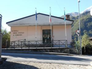 scuola media Introbio