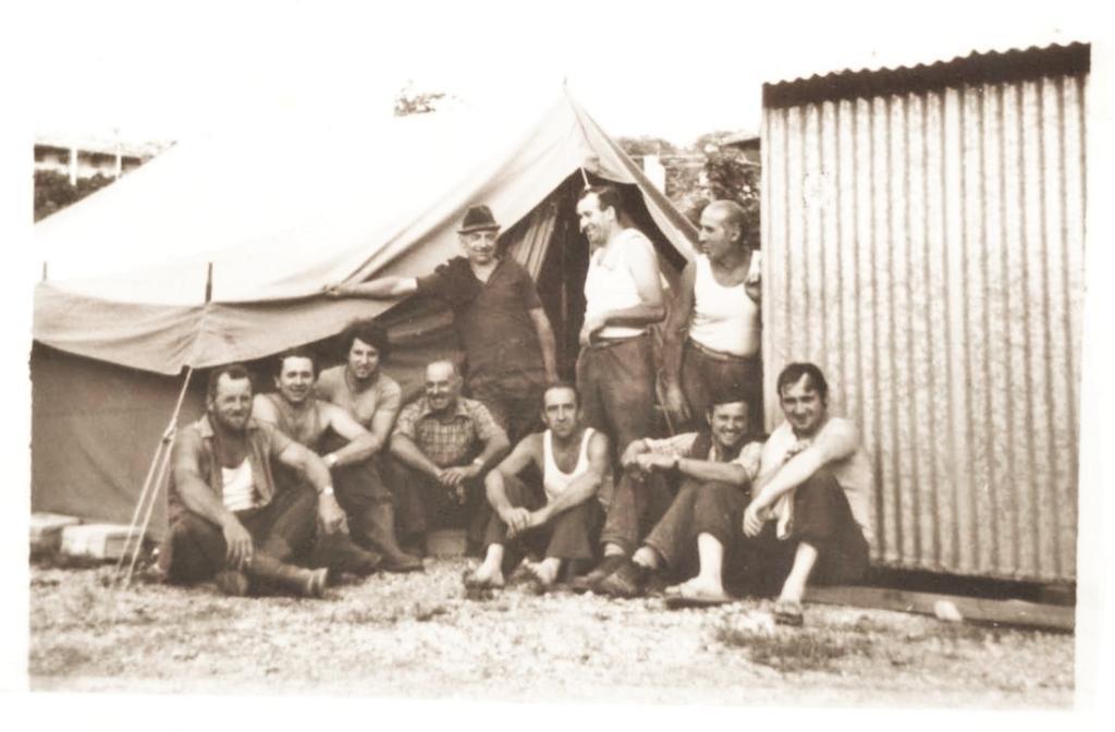 40 ANNI TERREMOTO FOTO MELESI tenda lavoratori bn