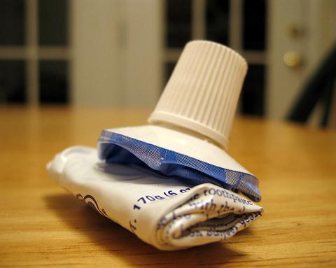 tubo dentifricio