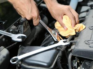 riparazioni auto motore lavoro