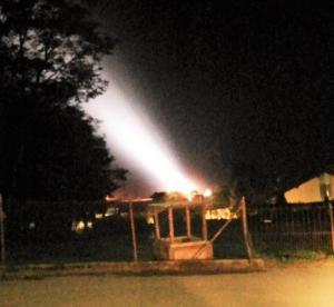 proiettori-luce-montagna-notte