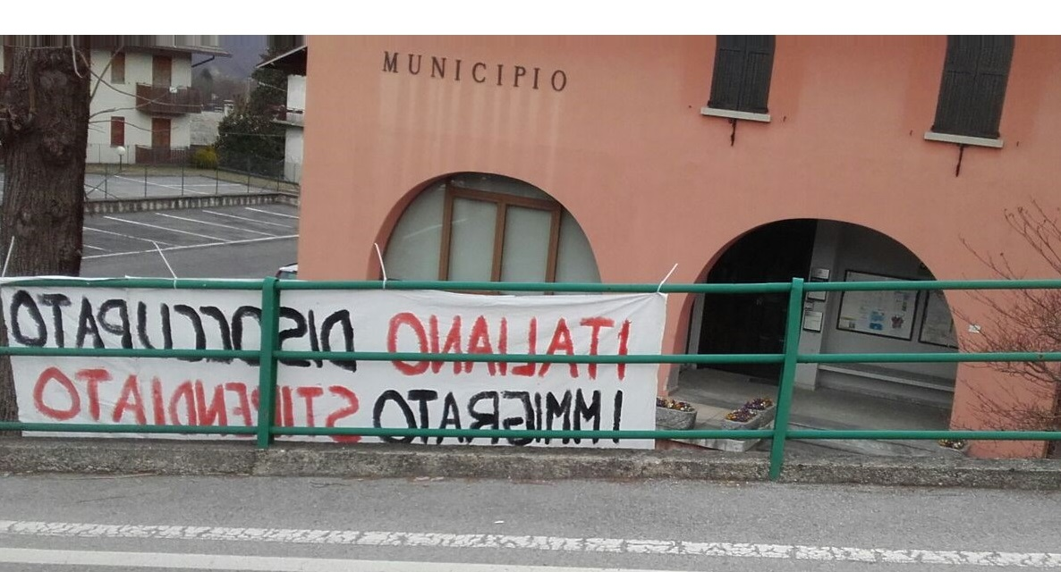 STRISCIONE ANTI IMMIGRATI CREMENO
