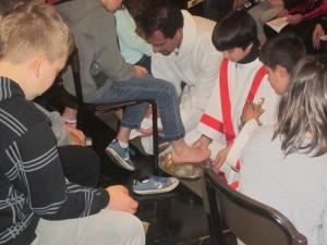 oli santi e lavanda dei piedi a Primaluna (6)