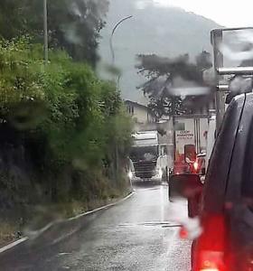 nubifragio lecco-ballabio bloccata camion