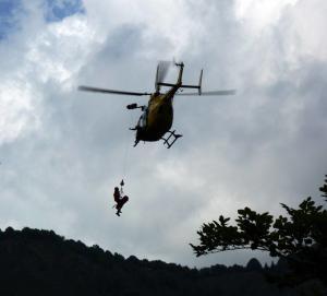 soccorso alpino - giro d'italia 2009 - munoz culmine (2)