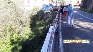AUTO VOLATA NELLA SCARPATA MARGNO guard rail sfondato