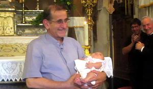 Delpini con un bambino 2