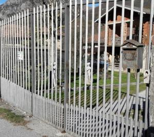 cancello sparatoria barzio2