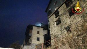 2017_22_12 incendio premana 4 vigili del fuoco