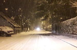 neve 20gen18 nevicata notte Barzio via roma