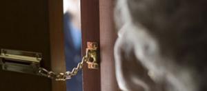 falsi addetti incaricati porta truffa