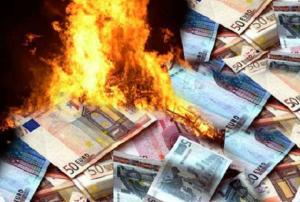 euro-soldi-denaro-bruciati