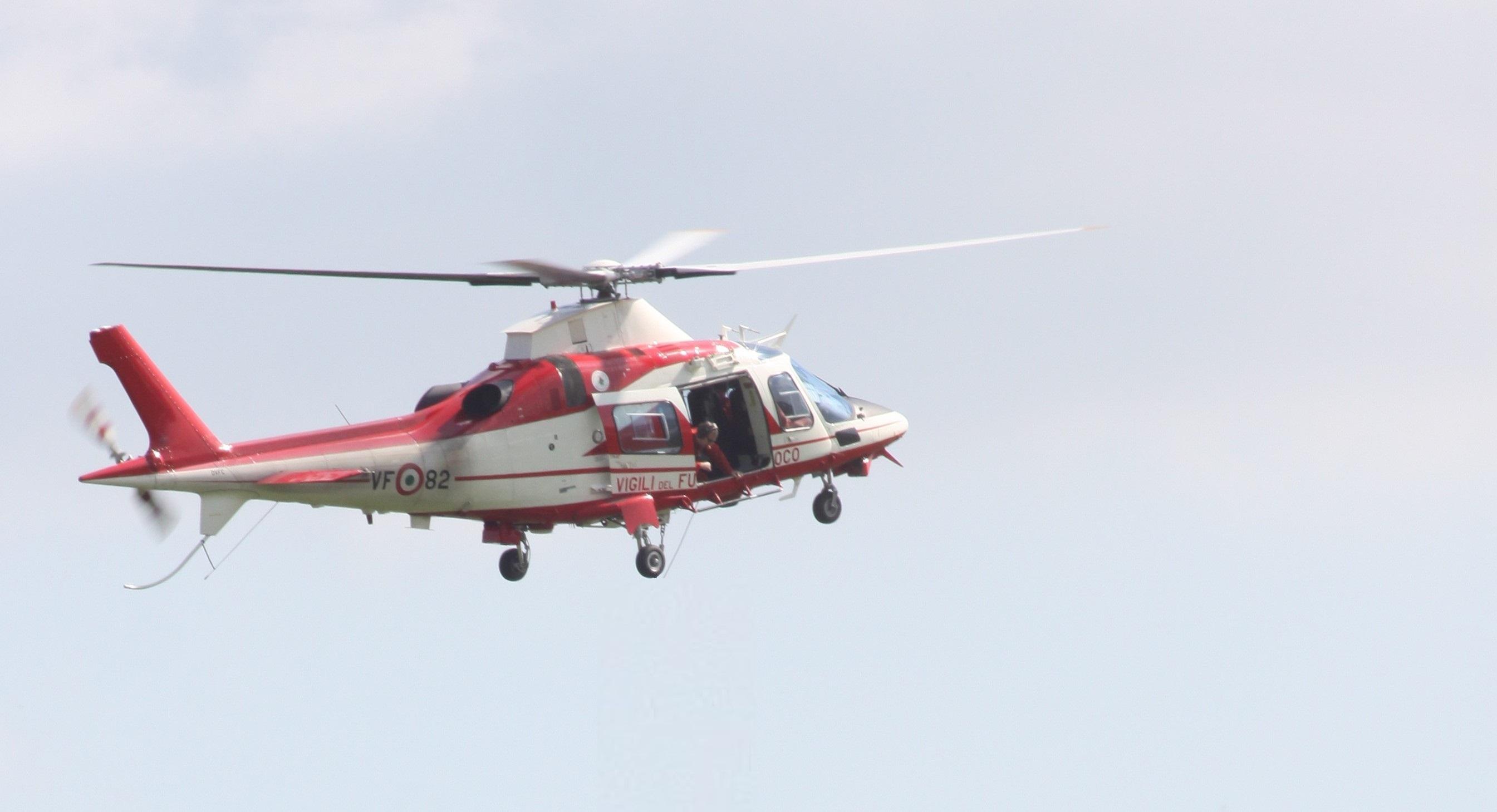 Elicottero Vigili Fuoco : Enne va a castagne e si perde comasira lo cercano