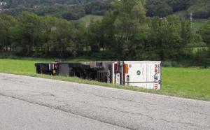 camion bilico ribaltato pasturo (2)