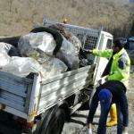 migranti cremeno furgone rifiuti