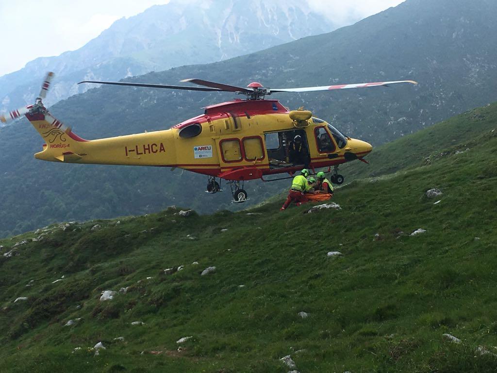 Elicottero Lecco : Superlavoro per i soccorritori tra valli lecco e dintorni