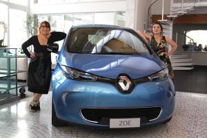 in viaggio con mia figlia zoe renault roversi syusy blady turisti per caso motori elettrici auto elettrica